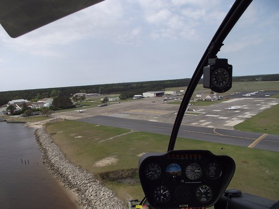 "Manteo, NC: Coming in for an ""elegant"" landing! What a great pilot!"