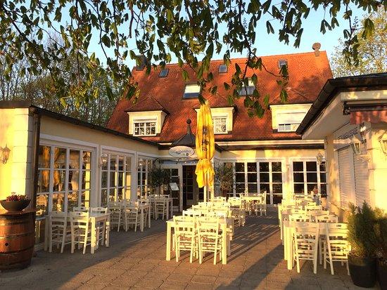 Карлсфельд, Германия: Restaurant Cafe Biergarten Paralia