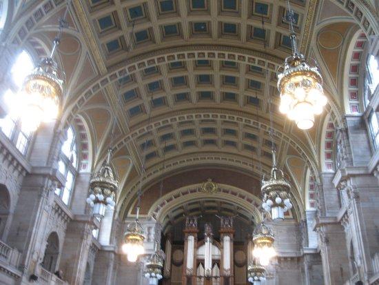 Kelvingrove Art Gallery and Museum: Central Hall - Kelvingrove, Glasgow