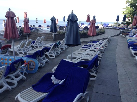 Marina Suites: Yet more reserved Sun-beds going unused!😠