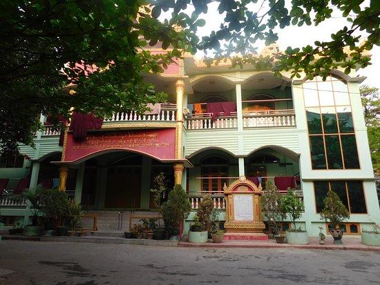 Amarapura, Burma: Wohnhaus der Mönche