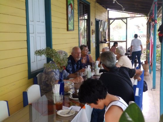 Atenas, Costa Rica: Coffee and cake after our wedding.