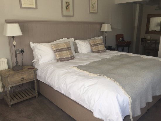Bradford-on-Avon, UK: a large and very comfortable bed!
