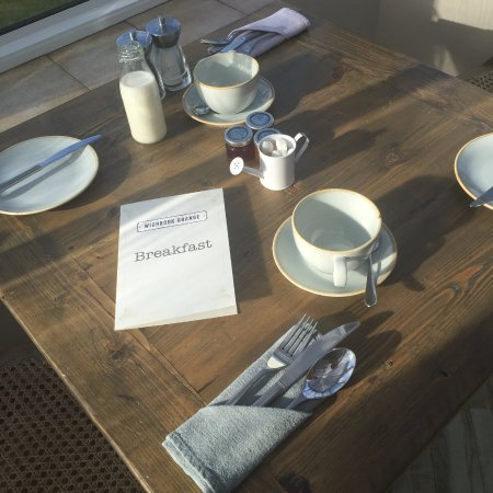 Bradford-on-Avon, UK: our breakfast table laid out