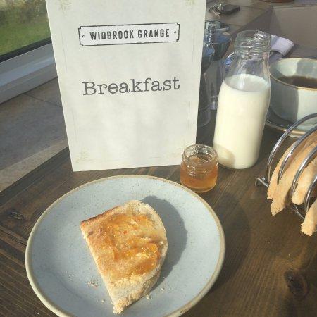 Bradford-on-Avon, UK: toast and marmalade