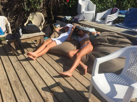 Cabarete, Dominik Cumhuriyeti: Just relaxing with one of the best female kiters in the world!