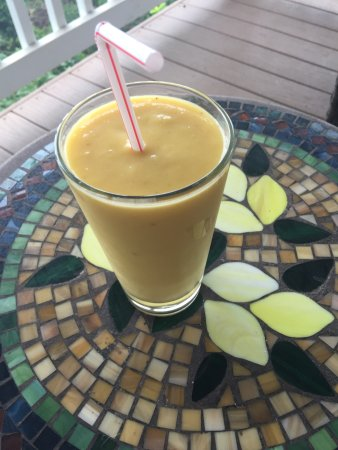 Holualoa, HI: Upon arrival Shai made us delicious fruit smoothies