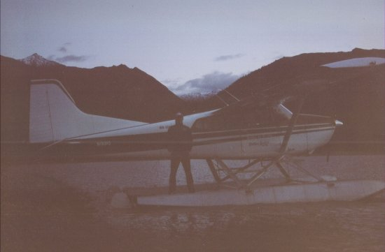 Bettles, อลาสกา: Float plane rides from the Lodge--me on the plane