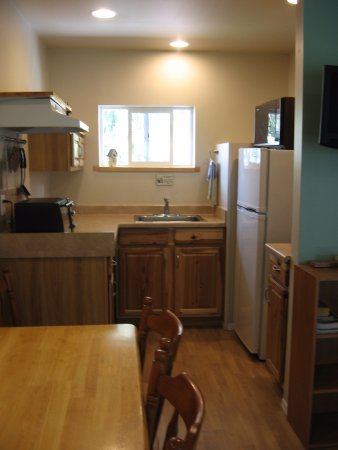 Creston, Canada: Room #23 - kitchenette