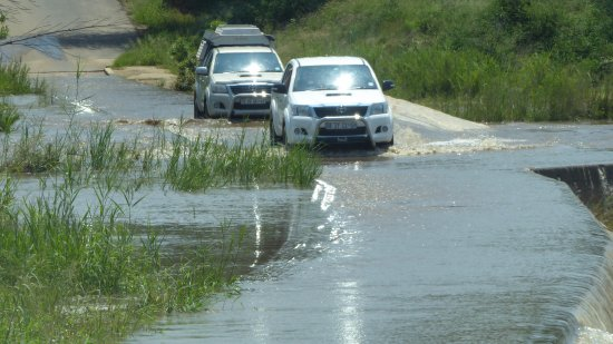 Skukuza Rest Camp : Flooded road I risked in saloon car