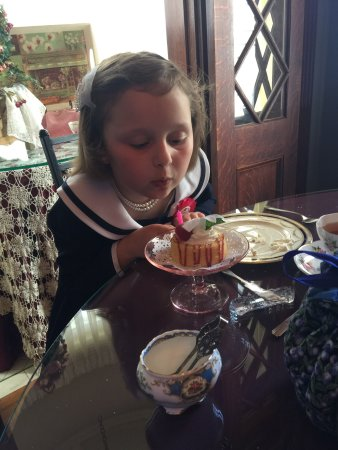 600 Main, A B&B and Victorian Tea Room: We had such a great time at a tea party for my 7 year old daughter Lucia