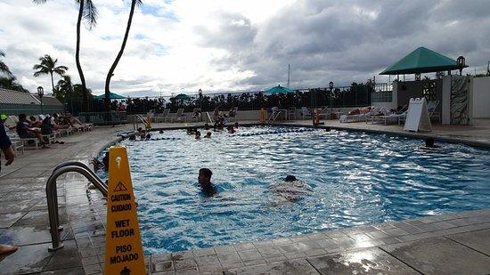 イリカイ ホテル, 深さ2.4Mのプール