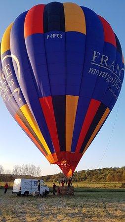 Semur-en-Auxois, France: la montgolfière