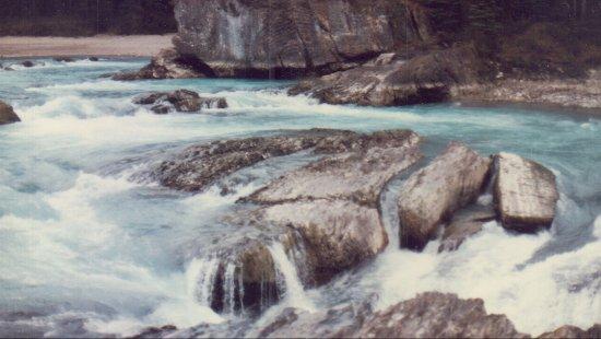 Yoho National Park, Canadá: rapids near bridge