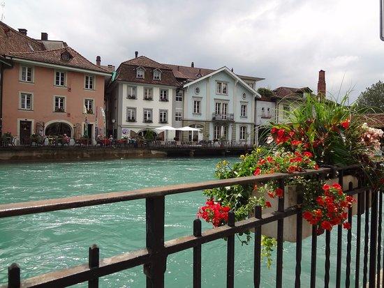 Thun, Szwajcaria: Linda perspectiva da cidade. Arquitetura e natureza deslumbrantes
