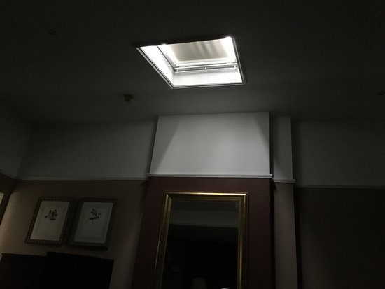 The Colonnade London : sky light in middle of gloomy room