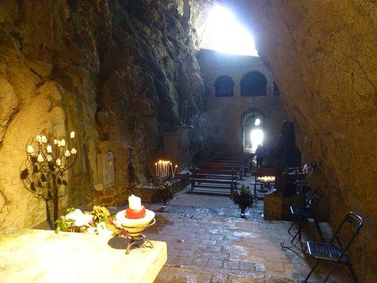 Pyrenees-Orientales, France: En el altar