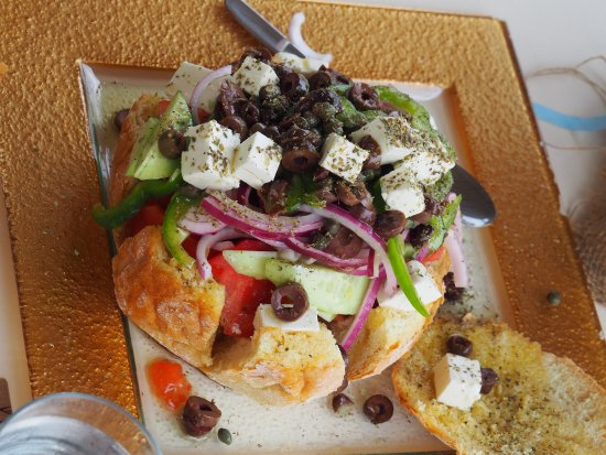 I Anatoli tou Porto: The greek salad is very good, so is the rest of the meals. The owner is a very good cook and we