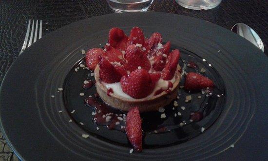 Carros, France: tartellette aux fraises