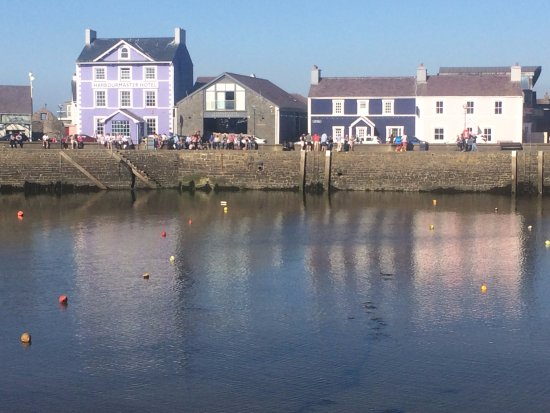 Aberaeron, UK: The guest house is the dark blue building second from right