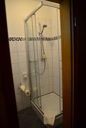 Kleines Bad, große Dusche - Bild von Landhaus Lahmann, Bad ...
