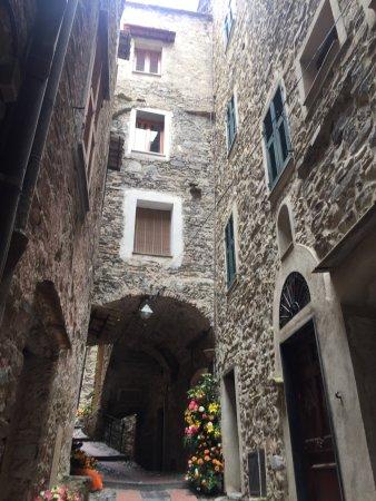 italienska Rivieran, Italien: Dolceacqua