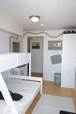 Falkenberg, Suède : Tvåbäddsrum med plats för två med havstema.