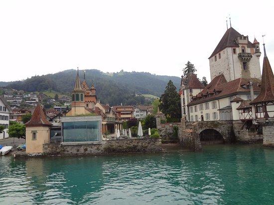 Oberhofen am Thunersee, سويسرا: Vista do monumental Seeschloss (castelo do lago)