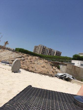Fairmont Bab Al Bahr: View on beach area