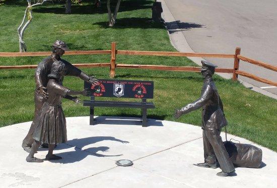 Fruita, CO: Welcome home statue