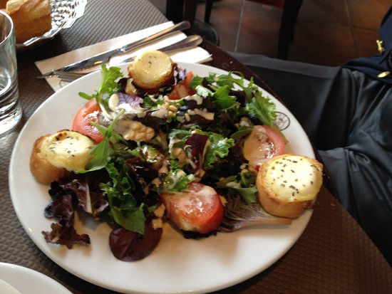 Pizza Vesuvio : Goat cheese on toast with green salad