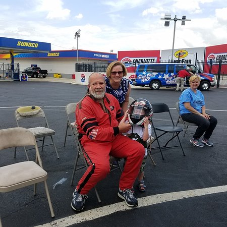 Concord, Carolina del Norte: Me, My wife and one of my grand sons enjoying the day at Charlotte Motor Speedway RWR Expreience
