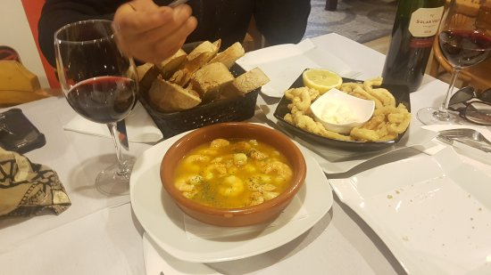 Reinosa, Espanha: Fantastic Garlic Prawns and Calimari 😊