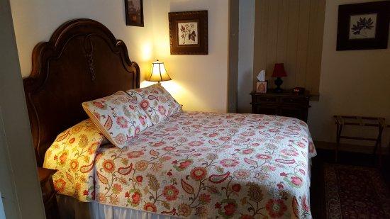 Smithville, NJ: Wolf Suite Room 205 Bedroom