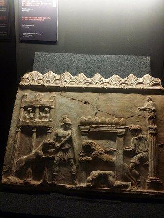 Museo dell'Ara Pacis: mostra in corso Spartacus, rilievo con scena di venatio al Circo Massimo