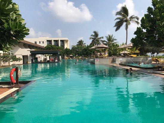 geräumiges Bad - Picture of Centara Ceysands Resort & Spa