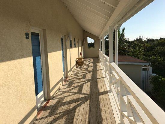 Caribbean Paradise Inn: ingresso delle stanze al piano superiore