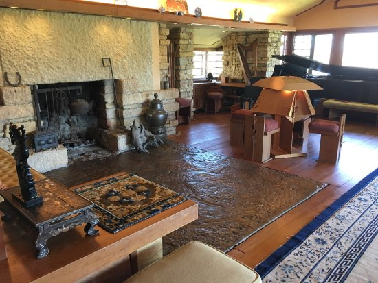 Taliesin Preservation: A fascinating look at Frank Lloyd Wright's home.
