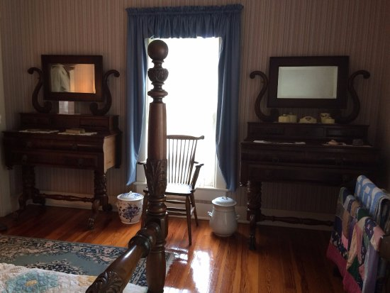 DeLand, FL: Twin matching dressers, and chamber pots.....