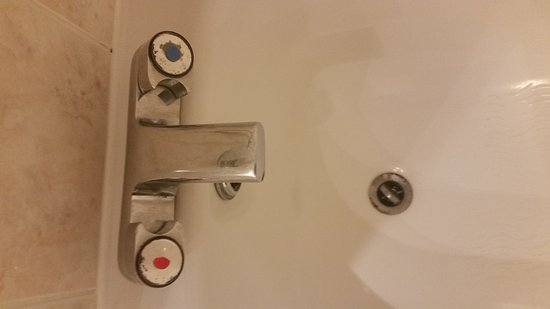 South Normanton, UK: Nail varnish on the taps, corroded but clean.