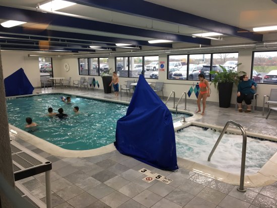 Liverpool, NY: Maplewood Suites - swimming pool