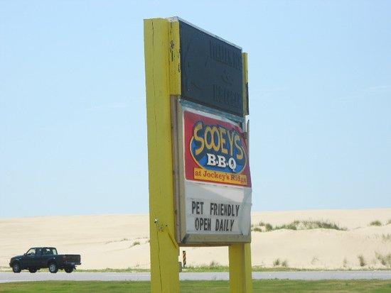 Sooey's BBQ: Road sign.