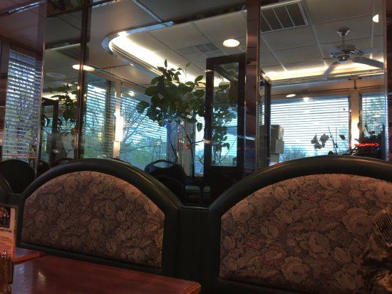 Peekskill, NY: Westchester Diner - side room through window
