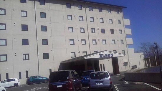 Tatsuno-machi, Jepang: 駐車場からホテル正面