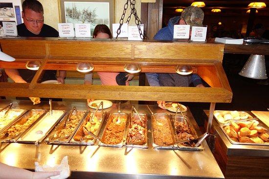 Hot food bar picture of moonlite bar b q inn owensboro for Food for bar b q