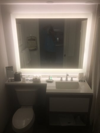 Etonnant The Westin Pasadena: Updated Bathrooms. I Want This Mirror!