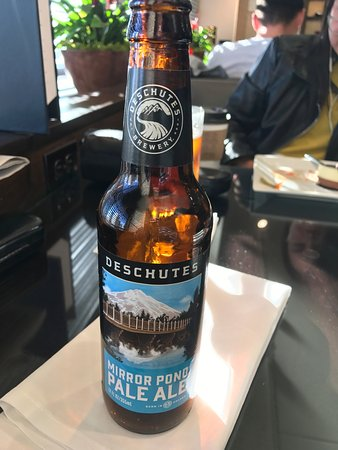 Sheraton Seattle Hotel: Beer available in the Club Lounge.