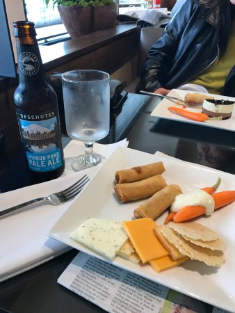 Sheraton Seattle Hotel: Club Lounge snacks.