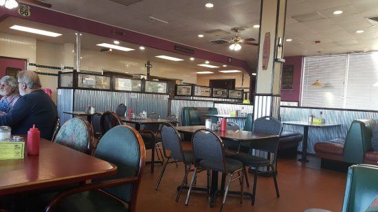 Elk City, OK: The interior with interesting chrome on the walls.