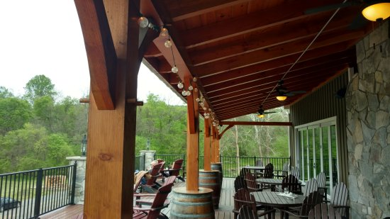 Lovettsville, VA: Creek's Edge Winery